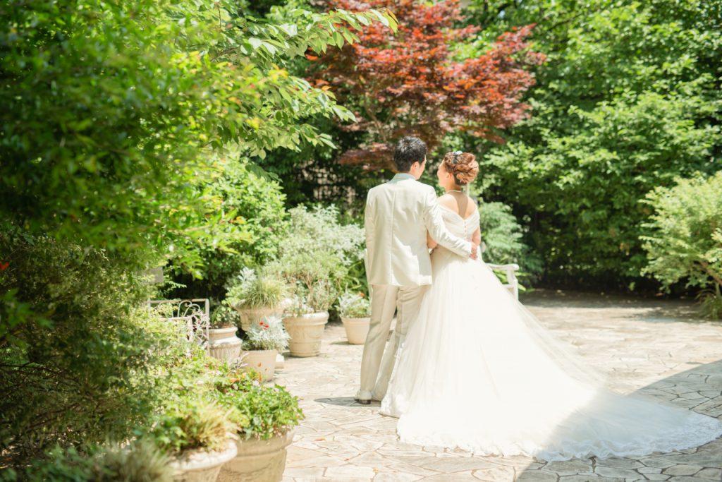 白ドレスでチャペル×蜷川実花ドレスでロケーション撮影のメイン画像